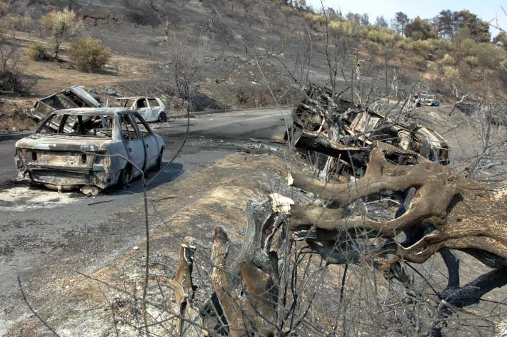 Φωτιά-μαμούθ από κόλλυβα: Τα 4 εγκληματικά λάθη που ξεκλήρισαν μια κωμόπολη σε 60'