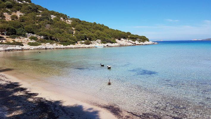 Παρέες, οικογένειες, ζευγάρια: Το νησί με 100% πληρότητα ως 1/9 κυριάρχησε με τον νέο τύπο διακοπών που προσφέρει
