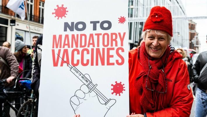 Τους αναγνωρίζεις απ' την πρώτη πρόταση: Οι 4 λέξεις που χρησιμοποιούν όλοι οι αρνητές του εμβολίου