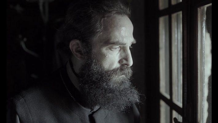 Από τη χλεύη, στα 250.000 εισιτήρια: Ο «Άνθρωπος του Θεού» σάρωσε στην Ελλάδα, αλλά γιατί;