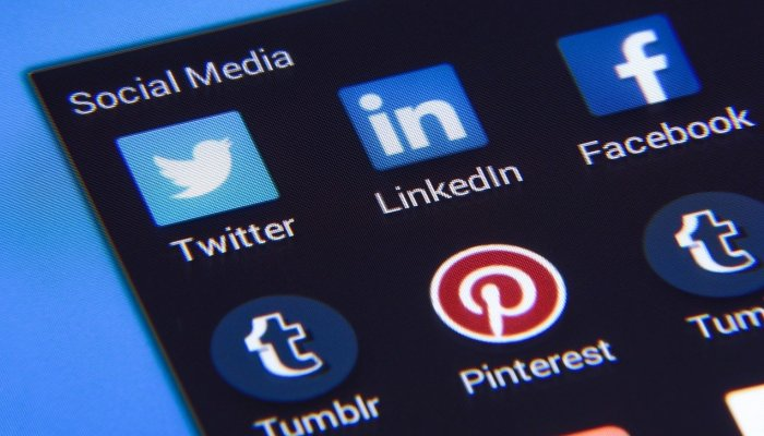 Χωρίς social: Τα 3 πράγματα που έκανε το 80% των Ελλήνων το 6ωρο που είχε πέσει το Facebook