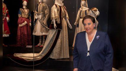 Εκεί όπου «ντύνεται» η Ιστορία της Ελλάδας: Η Βικτωρία Καρέλια μας ξεναγεί στο Λύκειο Ελληνίδων Καλαμάτας